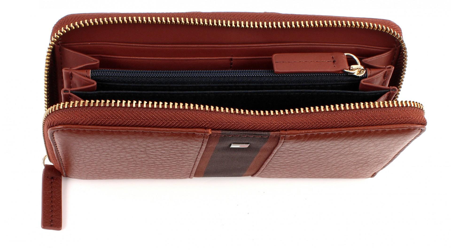 tommy hilfiger bella large to a wallet purse wallet brown. Black Bedroom Furniture Sets. Home Design Ideas